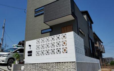 花形ブロックの門壁